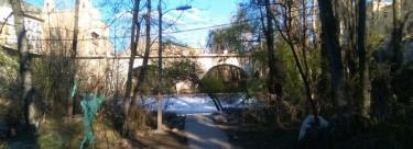 IU denuncia el mal estado y la suciedad de las orillas del Júcar a su paso por Cuenca.