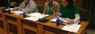 IU reclama sus derechos de control al Gobierno Municipal en el pleno a pesar de su duración.
